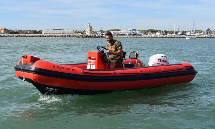 Cobra Sailing 550T de perfil